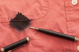 Как отстирать ручку на одежде