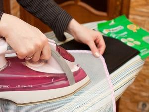 Как вывести смолу с одежды