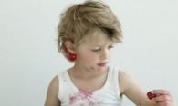 Пятна от ягод – чем вывести без вреда для ткани?