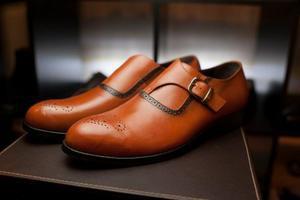 Почему обувь красит?