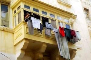 Сушить белье на балконе