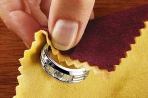 Чем почистить бижутерию под золото