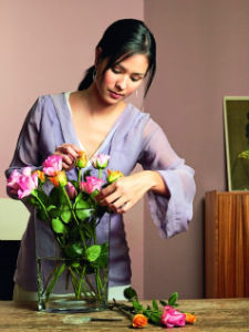 Как сохранить живые розы дольше