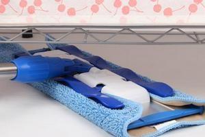 Как правильно мыть полы шваброй