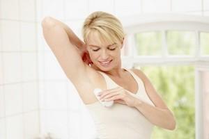 Как вывести пятна от дезодоранта