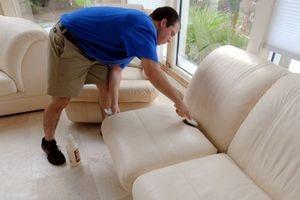 Как и чем отмыть белый кожаный диван