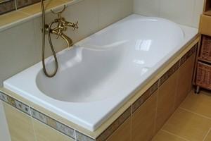 Как и чем чистить пластиковую ванну