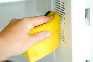 Как легко отмыть микроволновку