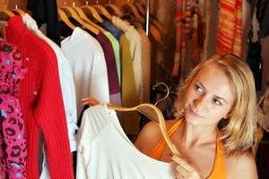 Как сложить одежду в шкафу