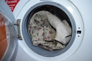 При какой температуре стирать лен