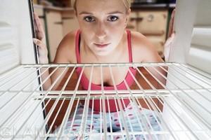 Как убрать запах в морозильной камеры – эффективные методы