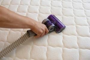 Как можно почистить матрас на дому