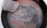 Чем и как очистить чугунную сковороду от нагара и других загрязнений?