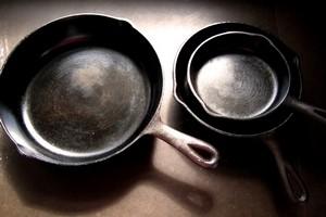 Как почистить старую сковороду