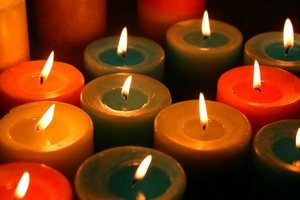 Как отстирать воск от свечи