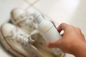 Как вывести запах с обуви