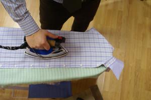 Как правильно погладить рубашку