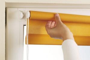 Как стирать рулонные шторы