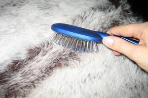 Как чистить искусственный мех