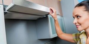 Как почистить вытяжку над плитой от жирных пятен?