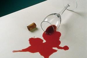 Убрать вино с платья