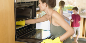 Как почистить духовку в домашних условиях от нагара и жира?