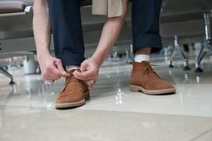 как стирать замшевую обувь