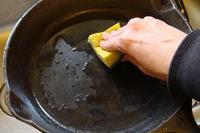 почистить сковороду