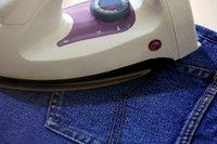 гладить джинсы