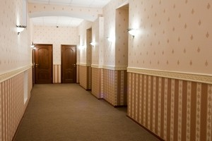 как выбрать обои в коридор