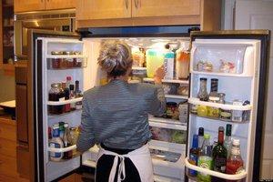 после разморозки холодильник не включается