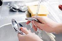 помыть посуду