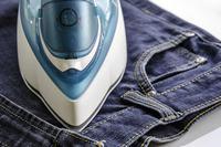 погладить джинсы