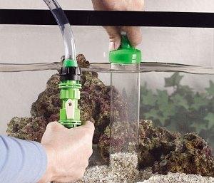 чистка дна аквариума