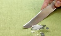 Как убрать восковые пятна с вещей и обуви?
