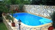 бассейне на даче