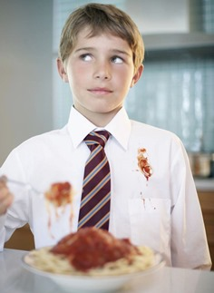 Как вывести пятно от кетчупа с одежды