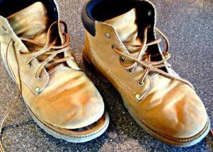 чем заклеить обувь