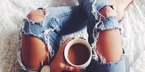 Как быстро вывести кофейное пятно с одежды: 3 простых шага