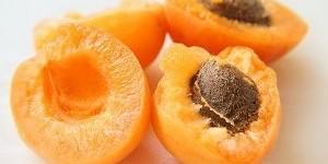 Как вывести свежие и застарелые пятна от абрикосов?