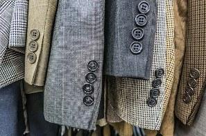 Как стирать мужской костюм вручную и в машинке