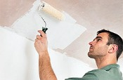 покрасить потолок водоэмульсионной краской