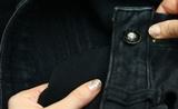 как вернуть цвет черным джинсам
