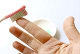 как отмыть с кожи на руках клей Момент