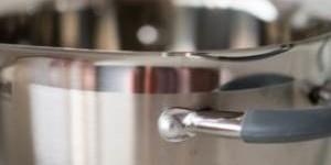 Как быстро очистить кастрюлю из нержавейки от нагара внутри и снаружи?