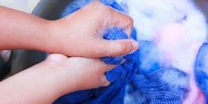 Как стирать вещи вручную: 10 правил ручной стирки