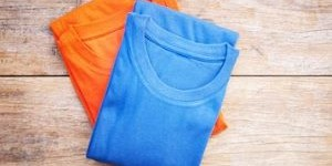 Как сложить футболку: 3 самых быстрых способа