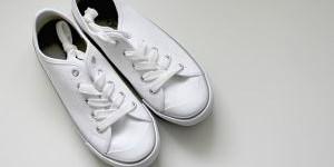 Как отмыть белую тряпочную обувь и вывести пятна на ней?