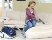 чем отчистить светлый диван
