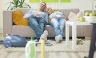 Как и чем почистить светлый диван: возвращаем обивке первозданный вид